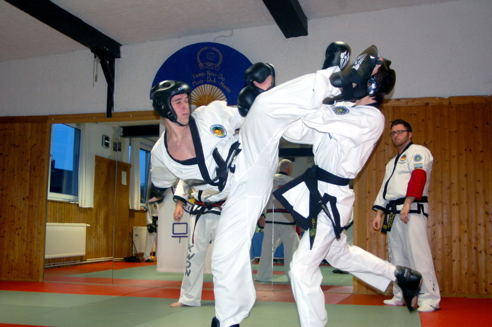 Tang_Soo_Do-Vereinsmeisterschaft_2014-Sparring3